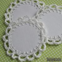 Вязаное украшение - тэг ручной работы, цвет белый, 6см